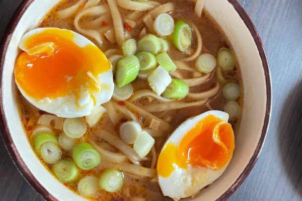 Miso-Suppe mit Udon-Nudeln